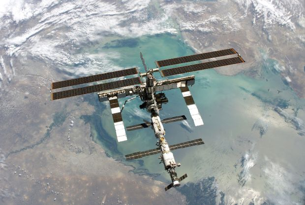 1280px-ISS_Aug2005